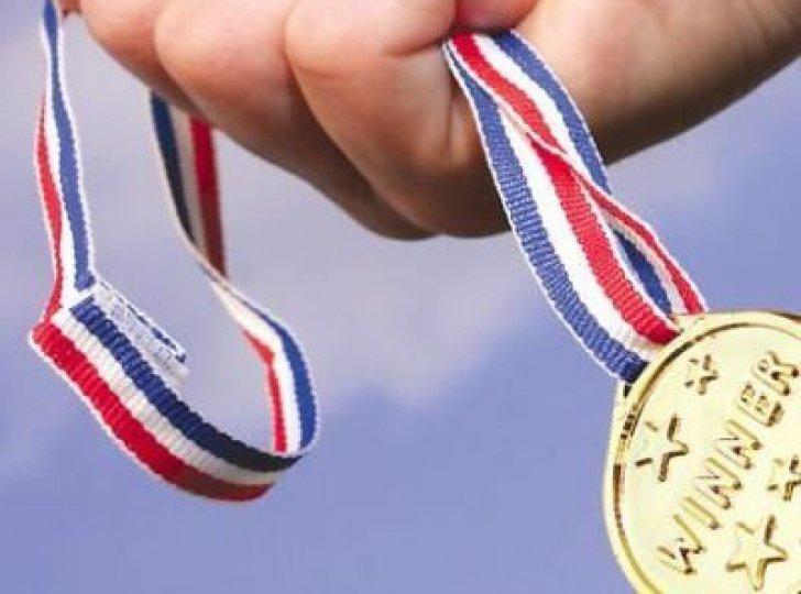 """Cu ce au fost recompensaţi OLIMPICII medaliaţi cu aur şi argint la Balcaniadă. """"Mai bine nu ne dădeau nimic!"""""""