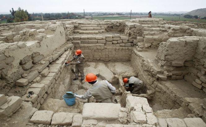 Mai multe femei mumificate şi sacrificii umane, descoperite într-un mormânt regal din Peru