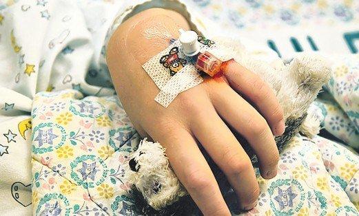 Medic acuzat de malpraxis la Slatina. Cum s-a ales un copil cu o mână paralizată