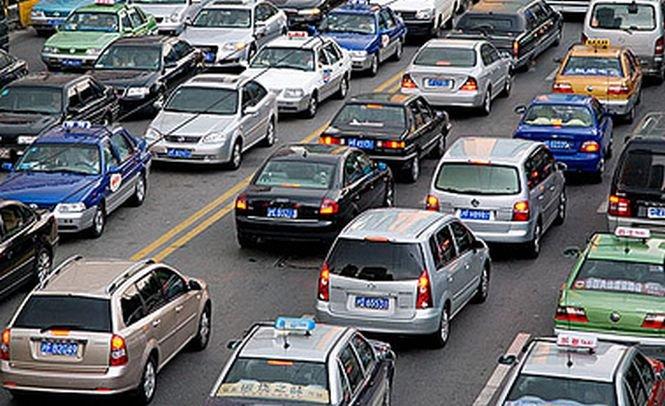 Traficul rutier pe DN 1 dinspre Braşov, deviat temporar din cauza aglomeraţiei, a fost reluat