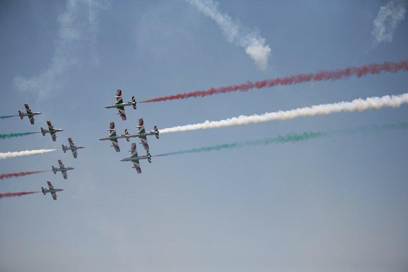 O sută de aeronave, piloţi şi paraşutişti, la cel mai mare show aerian din România - Bucharest International Air Show & General Aviation Exhibition