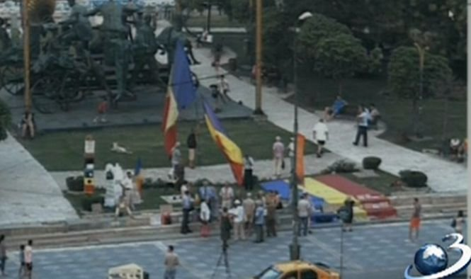Proteste în Piaţa Universităţii, la un an de la referendumul pentru demiterea lui Traian Băsescu