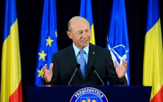 """Preşedintele Traian Băsescu participă la Universitatea de Vară de la Izvoru Mureşului. Printre teme, """"Reunirea Basarabiei cu România"""""""