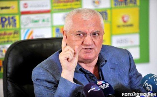 Dumitru Dragomir nu pleacă nicăieri! Şeful LPF îi sfătuieşte pe suporterii rapidişti aflaţi în greva foamei să mănânce