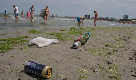 Fenomenul care ţine turiştii români departe de apa mării. Coşmarul a început DUPĂ furtuna de săptămâna trecută