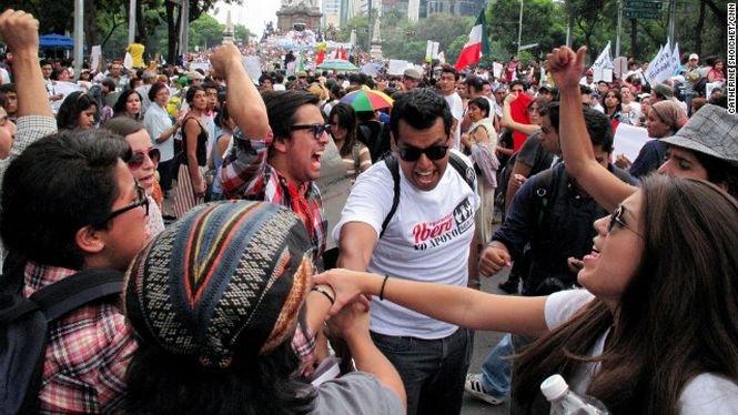 Studenţii au ieşit în stradă în capitala Mexicului. Au protestat faţă de reformele din cadrul sistemului de învăţământ