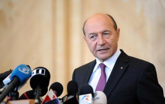 Preşedintele Băsescu a trimis o coroană de flori pentru copilul ucis de câinii comunitari