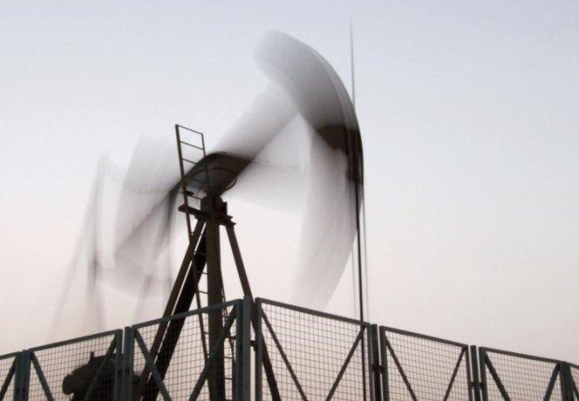 Preţul petrolului CREŞTE, pe fondul tensiunilor între puterile mondiale