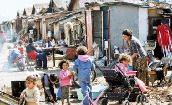 O tabără ilegală locuită de aproximativ 750 de cetăţeni români şi bulgari, evacuată în sud-estul Franţei