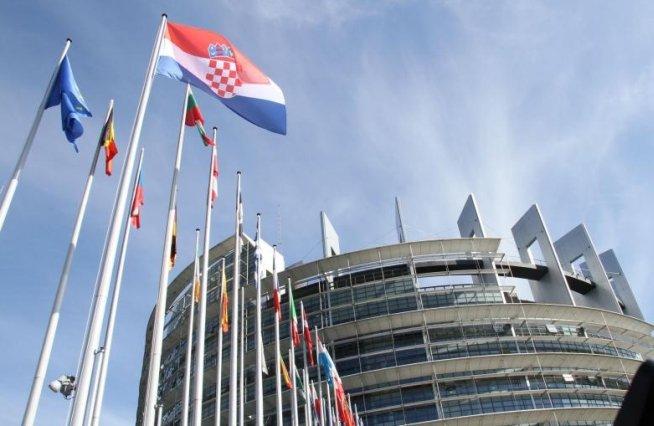 SONDAJ. Procentele partidelor şi liderilor, înaintea alegerilor europarlamentare