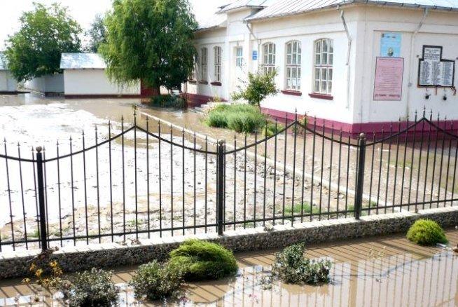 Bilanţ inundaţii Galaţi: Peste 6.000 de persoane evacuate şi 1.800 de case afectate