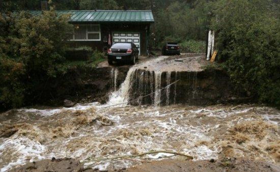Ploile torenţiale şi inundaţiile fac ravagii în Colorado: cel puţin cinci morţi şi peste 500 de dispăruţi