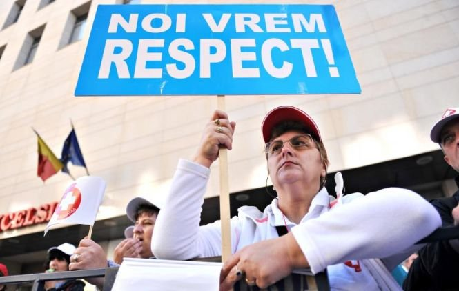 A doua zi de proteste ale cadrelor medicale. Ministrul Sănătăţii i-a chemat pe manifestanţi la discuţii