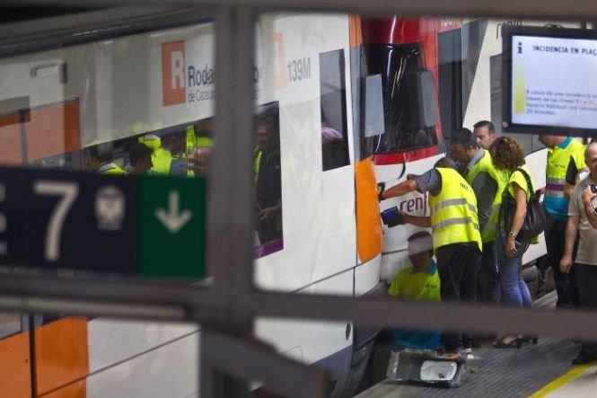 Accident feroviar în gara din Barcelona. 22 de persoane au fost rănite