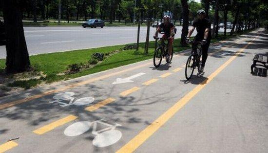 Cu o zi înainte de marşul bicicliştilor, Oprescu anunţă schimbări: Vom avea piste atât pe carosabil, cât şi pe trotuare