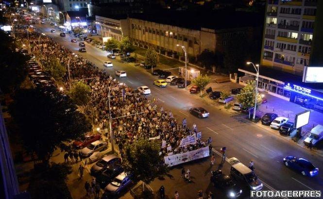 Piaţa Universităţii, ocupată de protestatarii faţă de proiectul Roşia Montană