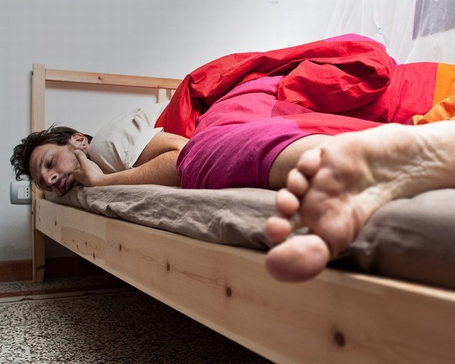 Te-ai săturat să stai în picioare? NASA plăteşte cu 18.000 de dolari voluntarii dispuşi să stea doar în pat timp de 70 de zile