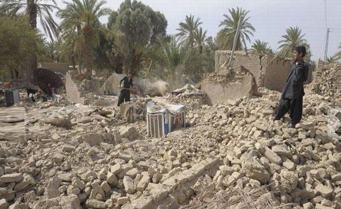 Cel mai recent bilanţ al victimelor cutremurului din Pakistan. 328 de oameni au murit şi 450 au fost răniţi