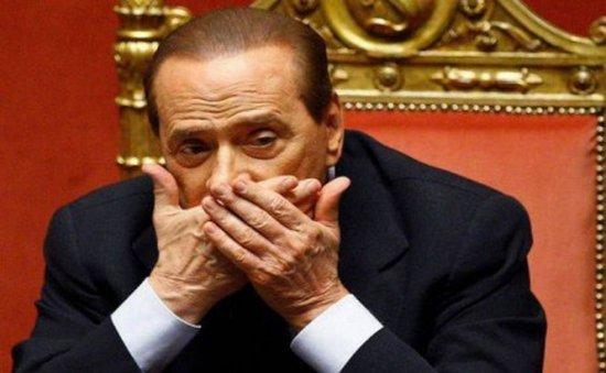 """Parlamentarii partidului lui Berlusconi ameninţă cu demisia. Napolitano denunţă o """"lovitură de stat"""""""