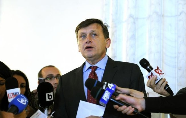 Antonescu: Dacă domnul Dragnea vrea să discutăm Legea electorală, o voi face, deşi există probleme mai urgente