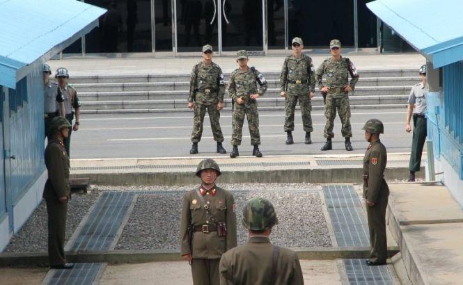 Chuck Hagel a vizitat frontiera dintre cele două Corei