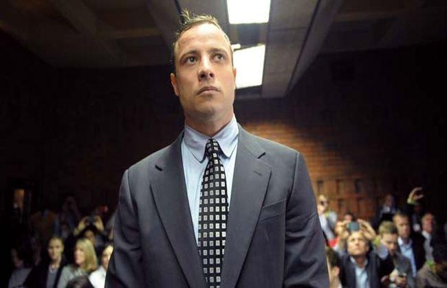 Oscar Pistorius şi-a angajat propria echipă de criminalişti, în încercarea de a-şi dovedi nevinovăţia