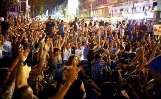 A cincea săptămână de proteste. 7.000 de persoane au manifestat în Capitală, faţă de proiectul Roşia Montană