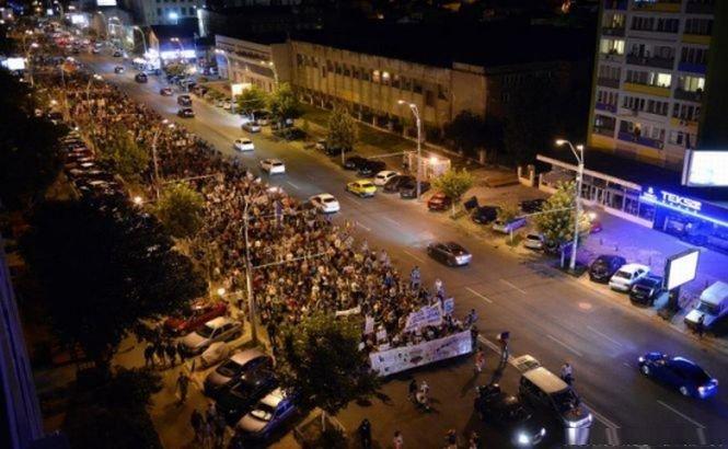 Aproape 1.000 de persoane protestează la Cluj faţă de proiectul de la Roşia Montană