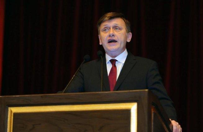 Crin Antonescu lansează un concurs de proiecte. Câştigătorul devine consilier personal al preşedintelui Senatului