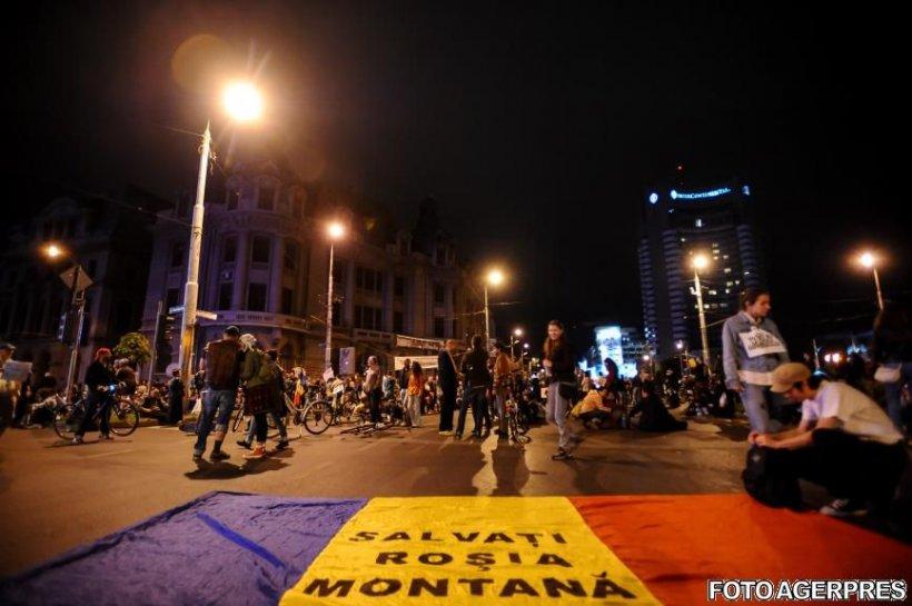 Circulaţia a fost reluată la Universitate, unde mai protestează aproximativ 200 de persoane