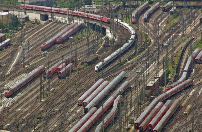 ALARMĂ în Germania. Autorităţile au descoperit O BOMBĂ lângă o cale ferată