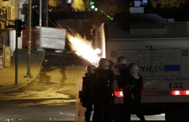 Noi PROTESTE VIOLENTE în Turcia. Poliţia a intervenit cu gaze lacrimogene