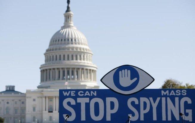 MII DE OAMENI au protestat la Washington împotriva programelor NSA