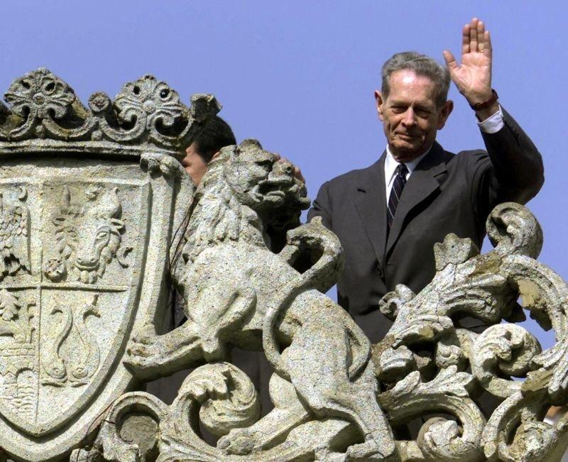 LA MULŢI ANI, MAJESTATE! Regele Mihai I şi-a salutat vizitatorii veniţi la Palatul Elisabeta cu ocazia zilei sale onomastice