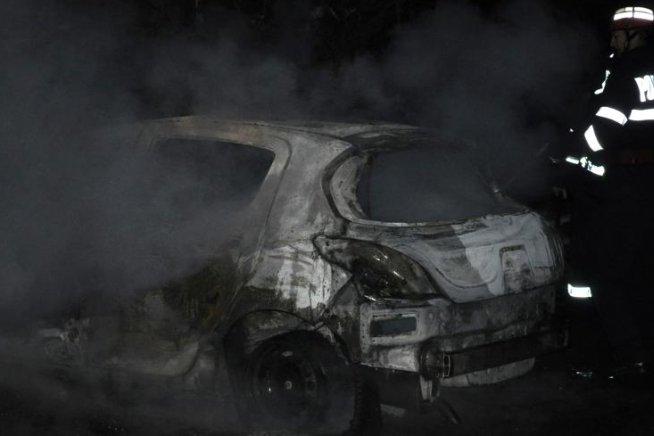 O tânără din Bucureşti s-a ales cu maşina incendiată după ce s-a certat cu iubitul