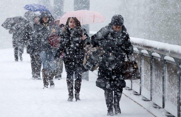 Meteorologii au anunţat că azi va NINGE. Vezi care sunt zonele în care va cădea ninsoarea