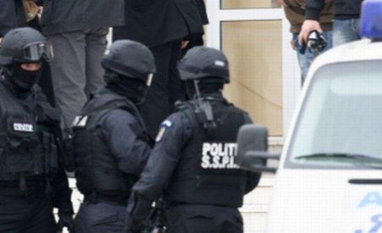 Razie de amploare a poliţiştilor în Ilfov. 30 de persoane din Sinteşti suspectate de ultraj şi evaziune fiscală vor fi duse la audieri