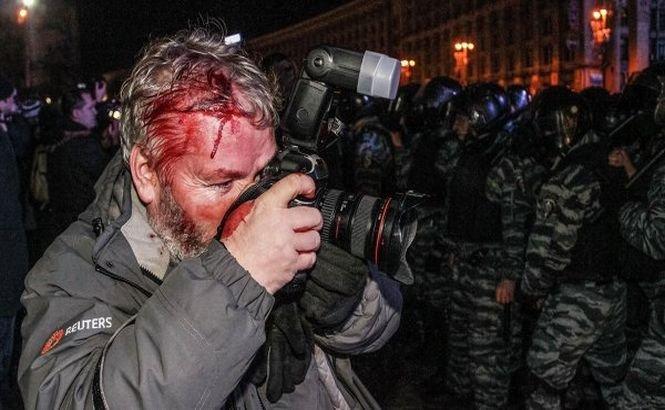 Zeci de jurnalişti au fost bătuţi în timpul protestelor din Kiev