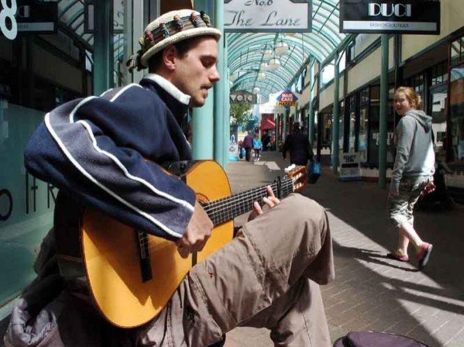 Noi reguli pentru muzicienii care-şi câştigă existenţa pe străzile Madridului