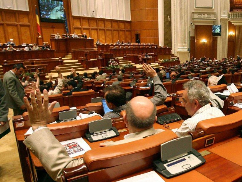 """Noul """"sport"""" în Parlament: votul pe bandă. România, pe primul loc la """"campionatul BUGET viteză"""""""
