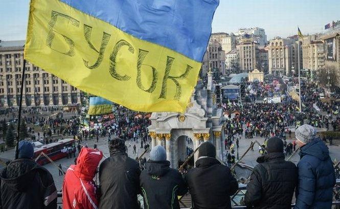 Protestatarii ucrainieni au blocat intrările palatului prezidenţial din Kiev