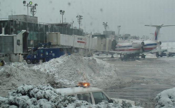 SUA. Peste 2500 de zboruri au fost anulate din cauza viscolului şi a ninsorii abundente