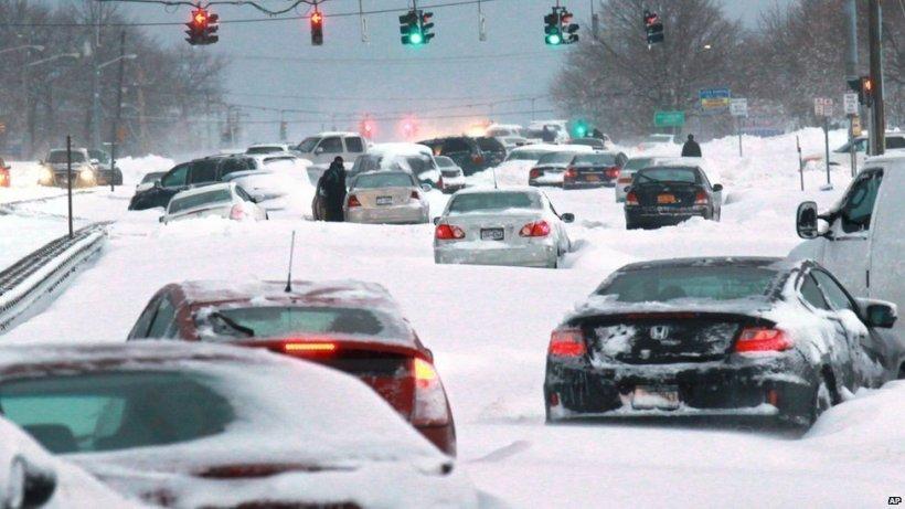 Este FĂRĂ PRECEDENT ce se întâmplă în aceste zile în SUA. 70% din teritoriul Americii, acoperit de zăpadă