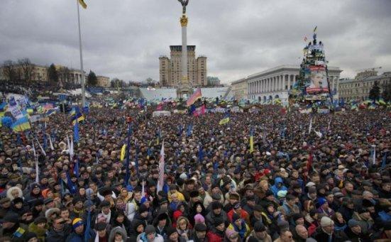 Protestatarii din Ucraina, tot mai vehemenţi. Au fost îndepărtaţi cu forţa din Piaţa Independenţei