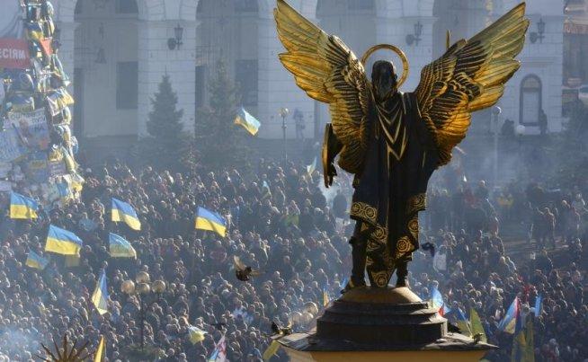 PROTESTE DE AMPLOARE la Kiev. Circa 60.000 de manifestanţi au ieşit pe străzi