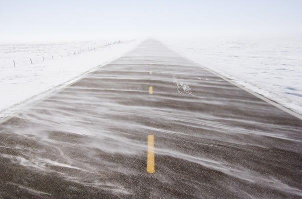 Furtună de zăpadă în estul Canadei. Drumuri BLOCATE şi sute de zboruri ANULATE
