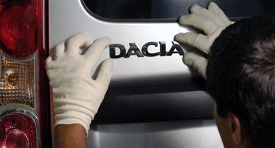 """Dacia, cea mai """"fierbinte"""" maşină din Europa. Ce perspective întrevăd analiştii americani pentru marca românească de automobile"""