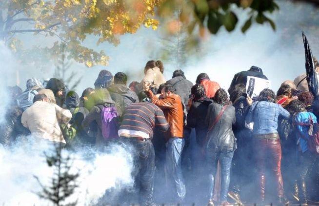 PROTESTE DE AMPLOARE la Istanbul. Forţele de ordine au intervenit cu gaze lacrimogene şi tunuri cu apă