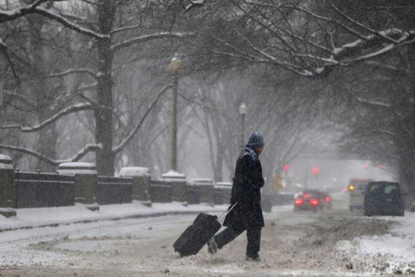 Furtună de zăpadă în SUA: Şcoli ÎNCHISE, trafic aerian şi rutier PARALIZAT în nord-estul ţării