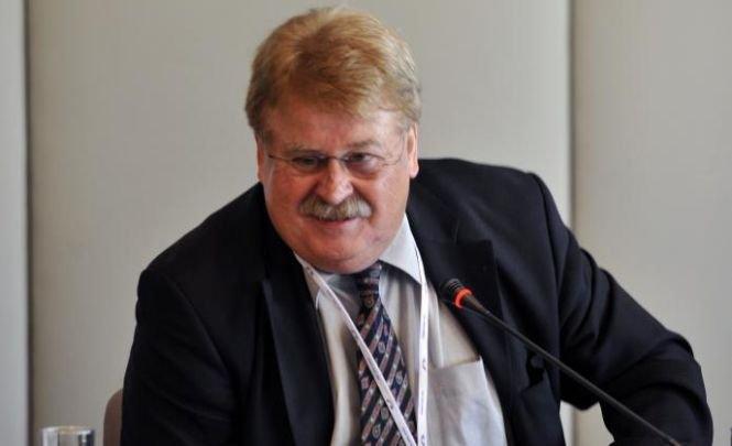 Membru al Parlamentului European: Românii care vin în Germania ar trebui să fie amprentaţi